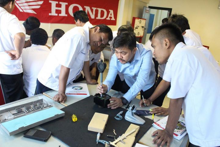 Tingkatkan Mutu Pendidikan Vokasi Industri, AHM Lakukan Sertifikasi Kompetensi 824 Guru SMK